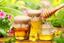 Добавление меда в монастырский чай